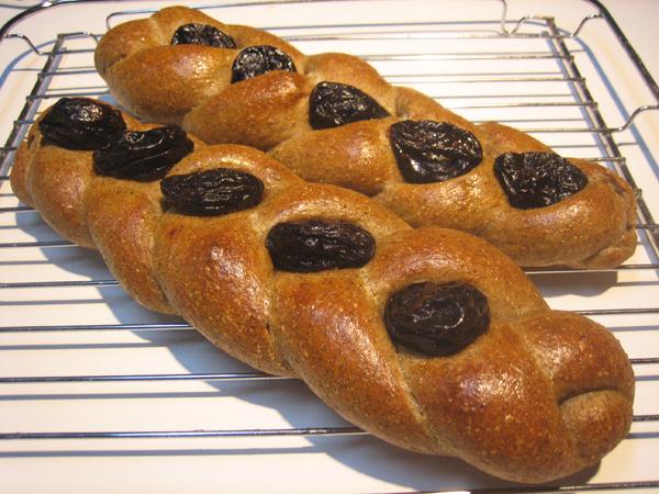 プルーンとアールグレイの編みパン(ヨーグルト酵母)